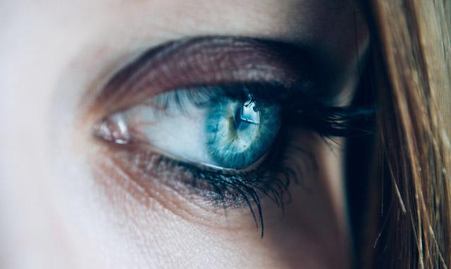 Öga mot öga med oro och rädsla